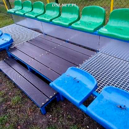 Piłkochwyty na boisku w Bralinie i nowe siedziska w Kaliszu Pomorskim