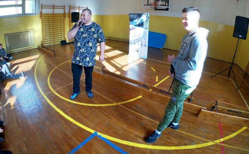 Raperzy Bęsiu i Dj Yonas w Szkole podstawowej nr 1 w Złocieńcu