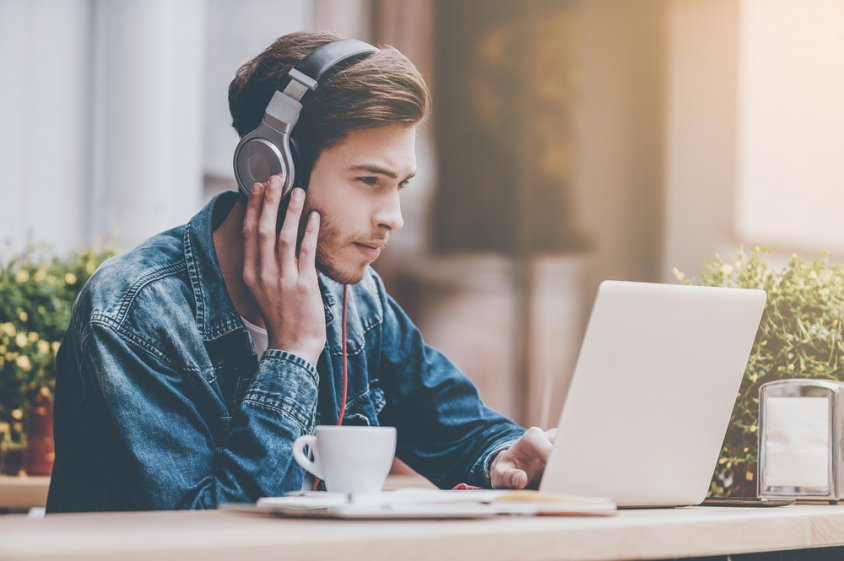 Słuchawki do pracy i nauki – sprawdź, czym powinny się charakteryzować