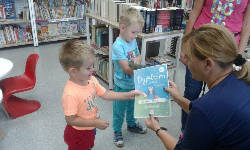 """Książki """"Pierwsze czytanki dla…"""" 117 najmłodszych czytelników"""