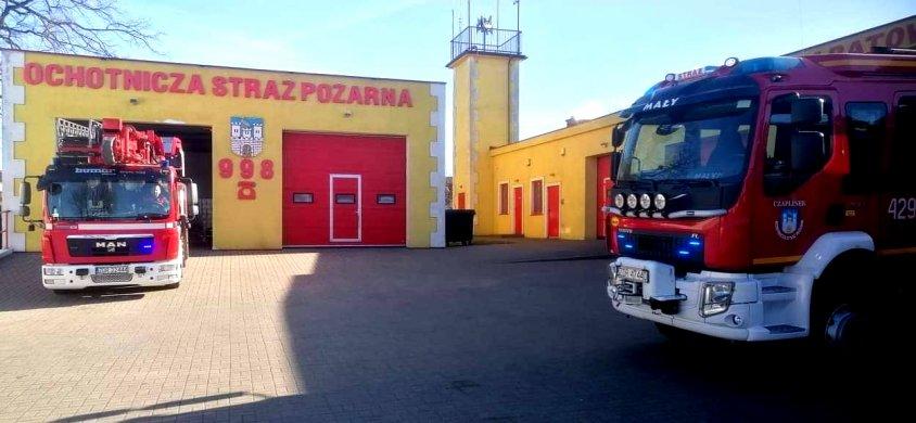 19 marca doszło do dramatycznego wypadku doszło w Zawierciu w województwie śląskim. Karetka jadąca na sygnale zderzyła się z ciężarówką. Zginął kierowca karetki, 28-letni mężczyzna, który pracował m.in. jako naczelnik Ochotniczej Straży Pożarnej w Ogrodzieńcu.  To poruszyło brać strażacką i ratowniczą. Postanowili go uczcić pamięć kolegi. Tak się stało również w powiecie drawskim, za sprawą propozycji ratownika Kamila Wlizło pracującego w podstacji w Kaliszu Pomorskim. Strażacy z Ochotniczych Straży Pożarnych i ratownicy medyczni włączyli punktualnie o 9 rano w poniedziałek syreny, których dźwięki rozbrzmiewały przez minutę.