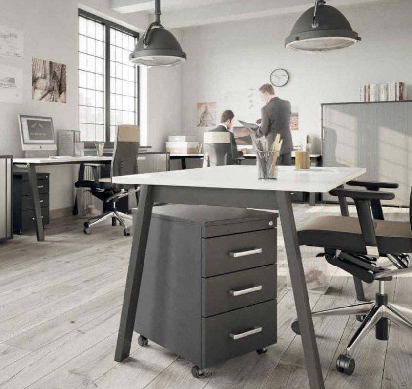 Biuro w kolorach szarości – niebanalna elegancja