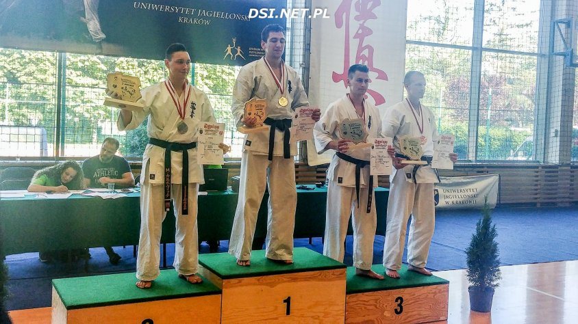 Jakub Pawłowicz na podium w Akademickich Mistrzostwach Polski Karate Kyokushin