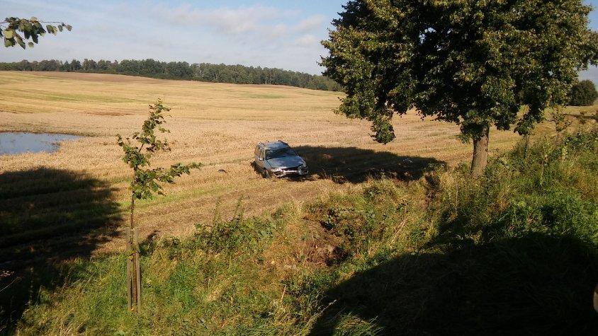 Na trasie Gudowo - Drawsko samochód wypadł z drogi