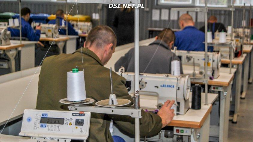 Zakład Karny w Wierzchowie pokazuje jak pracują osadzeni