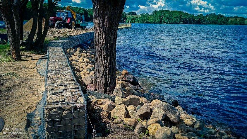 Falochron, nowy pomost i boisko do streetball. Sporo zmian w zatoce Jeziora Drawsko