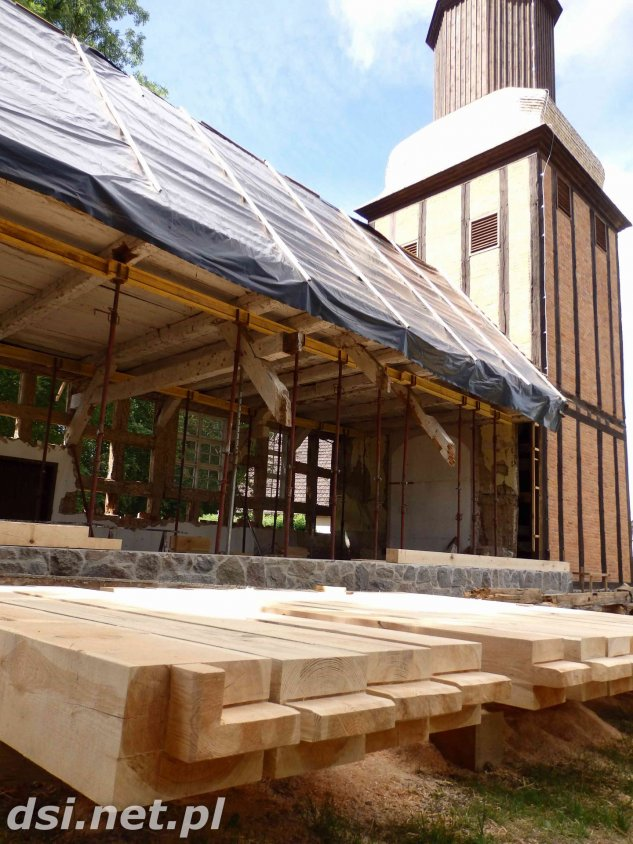 Prace remontowo-konserwatorskie przy kościele w Mielenku Drawskim