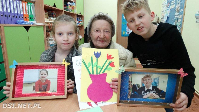 Dzieci z OREW zaprosiły dziadków z okazji ich święta