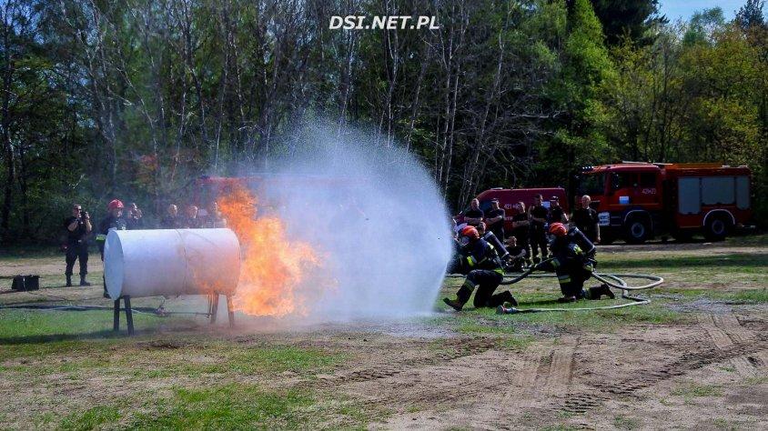 Strażacy ćwiczyli jak radzić sobie z pożarami zbiorników i cystern