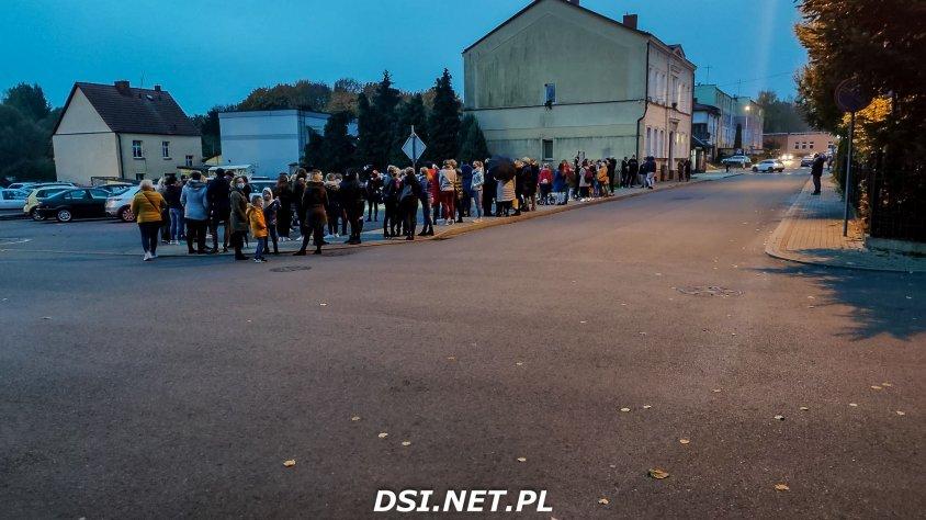 Kalisz Pomorski protestuje. Jest kilkaset osób. Zdjęcia