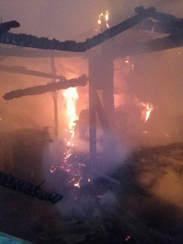 Był pożar stolarni, spalił się samochód a strażacy musieli bronić bloku mieszkalnego