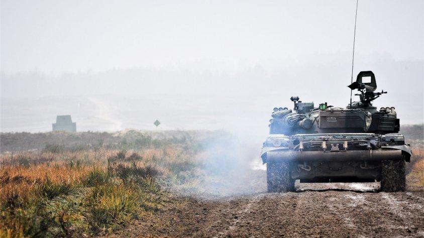 Dzienno – nocne strzelania ze 125 mm armaty czołgu PT-91