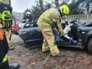 Zobacz jak strażacy rozcinają samochód z wypadku z 1 stycznia