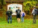 Jesienne wędrowanie po turystycznych szlakach
