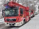 2021-01-15 Zakleszczony kierowca w pojeździe po wypadku, chwilę później pożar instalacji elektrycznej w domu