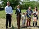 Posadzili drzewa dzieci w Dzień Dziecka