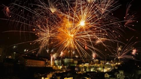 Jak zorganizować spektakularny i bezpieczny pokaz fajerwerków?