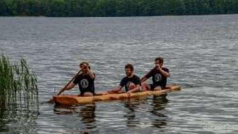 Wyzwanie: Dłubanki ze Sławogrodu przepłyną całe jezioro Drawsko