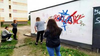 Młodzi ludzie zamalują wulgarne i obraźliwe napisy ze ścian budynków. W zamian powstanie mural