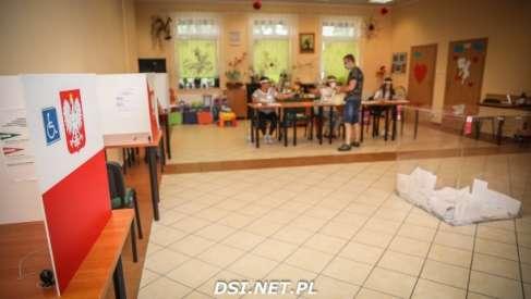 Znamy frekwencję wyborczą na godzinę 12 w gminach powiatu drawskiego. Jest nieźle