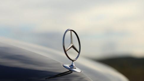 Mercedes 560SEC – dlaczego warto pozyskać to kultowe auto