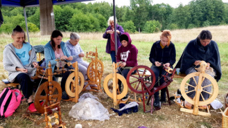 W Żerdnie zajmują się włókiennictwem z lnu i konopi a nawet pokrzywy