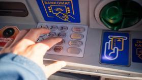 Co zrobić, gdy bankomat wciągnął kartę?
