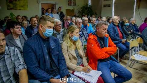 Mieszkańcy Lubieszewa i Stawna jasno wyrazili, że nie chcą budowy ogromnej farmy fotowoltaicznej. Będą walczyć
