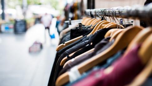 Kradzież w drawskim sklepie i nagrani złodzieje