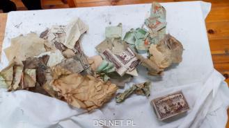 Młodzi ludzie przywracali dawny wygląd dokumentom, opakowaniom oraz starym gazetom