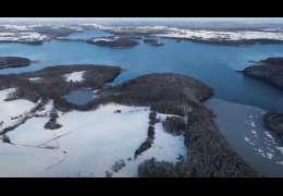 Jezioro Drawsko w zimowym krajobrazie. Ten film trzeba obejrzeć