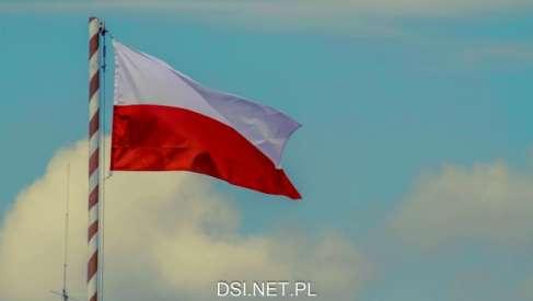 """""""Pod Biało-Czerwoną"""" - czy mieszkańcy chcą maszt i flagę od rządu"""