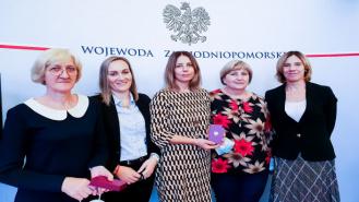 14 osób z Zespołu Szkół w Kaliszu Pomorskim nagrodzonych w Kuratorium Oświaty w Koszalinie