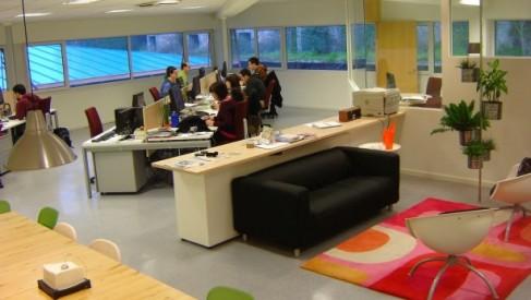 Dress code pracy biurowej czyli jak odpowiednio ubrać się do biura?
