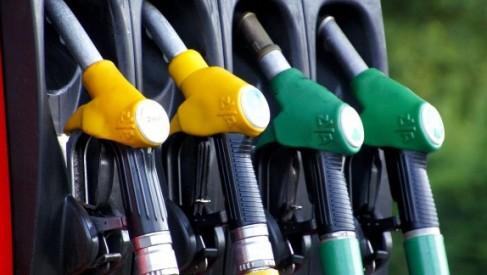 Na stacji paliw klientce udało się wlać 51 litrów do 45 litrowego zbiornika auta. Wiecie jak ?