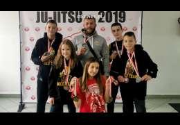 Trener Kamiński dumny z zawodników po mistrzostwach Polski w Sochaczewie. Jest medalowo