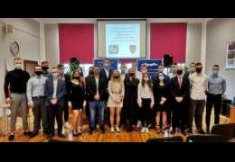Absolwenci pożegnali szkołę. Zdjęcia