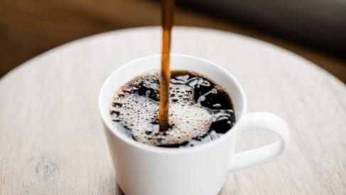 Jesteś kawoszem? Zobacz, jak urozmaicić technikę codziennego parzenia ulubionego naparu