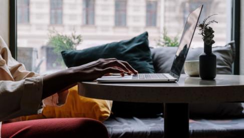 Praca online - dla kogo i dlaczego warto spróbować?