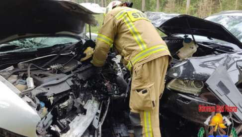 Zderzenie samochodów. Dwie osoby w szpitalu
