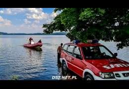 Na jeziorze Żerdno przewróciła się łódź. Uratowano dwie osoby