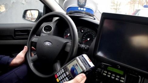 Policja: za przekroczenie prędkości i inne należności zapłacisz u funkcjonariusza kartą, blikiem lub Google Pay