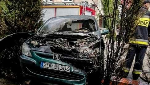 Pożar auta i wypadek na 163.