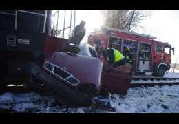 Tragiczny wypadek na przejeździe kolejowym. Niestety kierowca zmarł. Uwaga zdjęcia