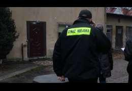 Strażnicy miejscy kontrolują sołectwa. Sprawdzane są numery, odpady, nieczystości i stan zwierząt.
