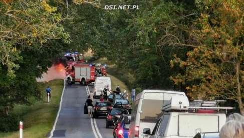 Dwa pożary. Spłonął samochód i bele siana