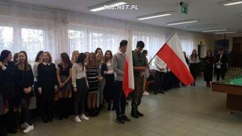 """Akcja """"Szkoła do hymnu!"""""""