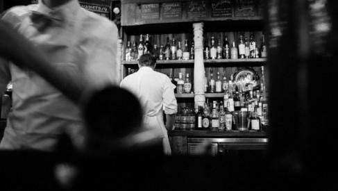 Podstawowe akcesoria barowe – niezbędnik każdego barmana