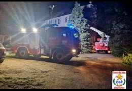Strażacy musieli użyć podnośnika aby dostać się do 11-letniego chłopca