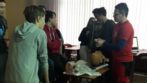 Otwarta lekcja pierwszej pomocy z kaliskimi gimnazjalistami